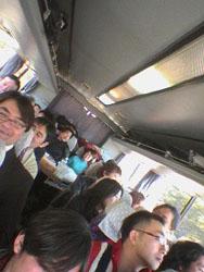 バスの中は遠足気分